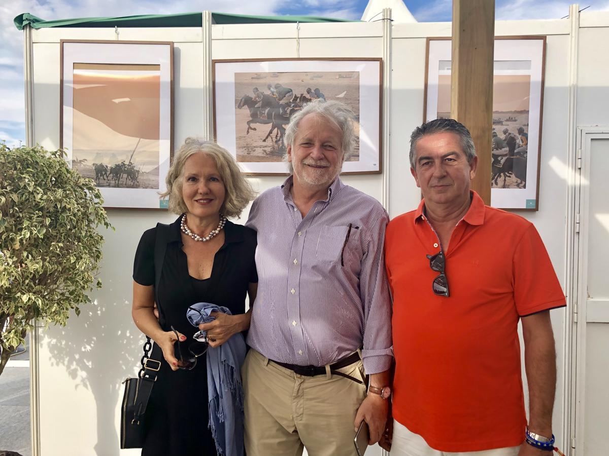 Duque y Duquesa de Medina Sidonia y Agustín Sánchez, vicepresidente de las Carreras de Caballos