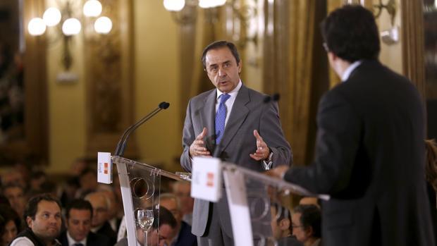 Ricardo Delgado Vizcaíno junto a Francisco Poyato, en un momento de su intervención