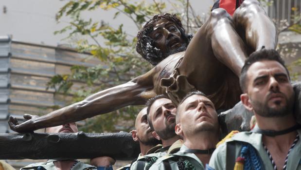 Traslado del Cristo de Mena por los Caballeros Legionarios