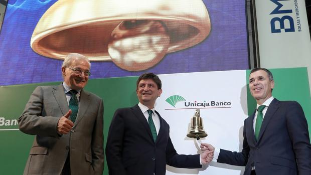 Azuaga (presidente), Sánchez del Villar (consejero delegado) y Pablo González (director general financiero)