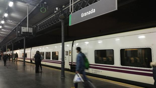 El tren ha salido desde Granada este lunes.