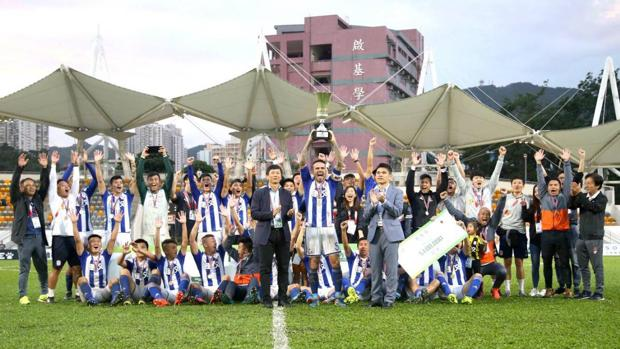 Fran González levanta el título de campeón de la Sapling Cup