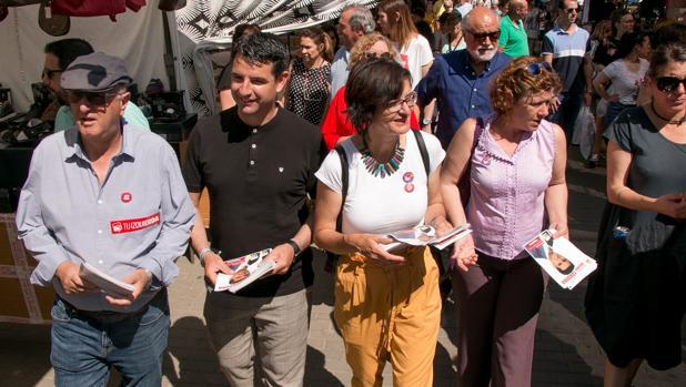 Pedro García, ayer en el mercadillo de El Arenal