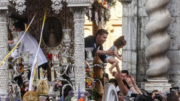 Salida de la hermandad del Rocío de Córdoba desde la real iglesia de San Pablo en el año 2017
