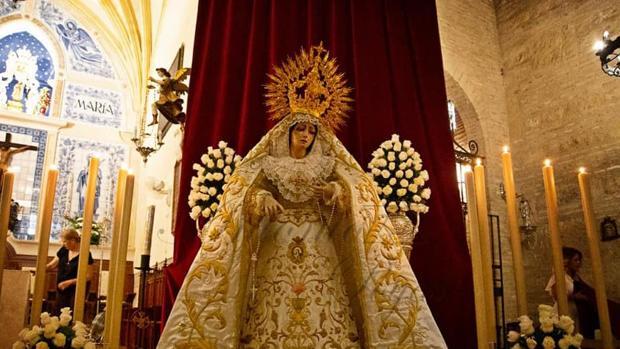 La Reina de los Apóstoles en el santuario de Nuestra Señora de la Fuensanta de Córdoba