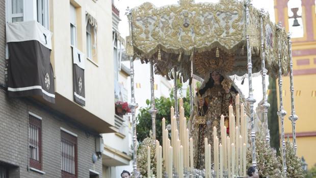 Nuestra Señora del Carmen de San Cayetano de Córdoba procesiona por las calles de su barrio