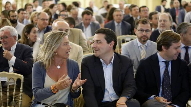 Isabel Albás y José María Bellido, durante una conferencia posterior a su reunión