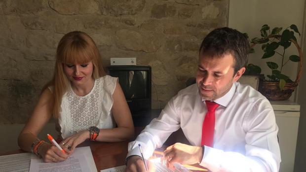 El alcalde, Julio Millán, y la portavoz de Ciudadanos, María Cantos