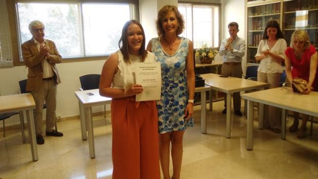 Alba Pérez junto a la Delegada de Educación, Inmaculada Troncoso