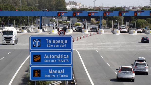 Control del peaje de la autopista Sevilla-Cádiz a la altura de Las Cabezas de San Juan
