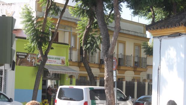 Una de las casas ocupadas en la Barriada España de Jerez que está alterando la convivencia vecinal