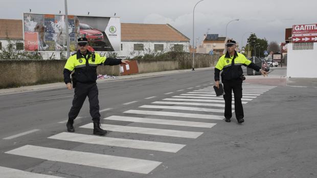 Efectivos de la Policía Local han investigado lo ocurrido en el citado accidente