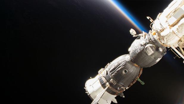 La nave espacial de la tripulación Soyuz MS-09 de Roscosmos, acoplada al módulo Rassvet de la ISS