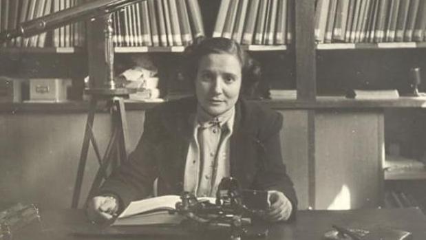 Antonia Ferrín Moreiras en su despacho del Observatorio de Santiago de Compostela