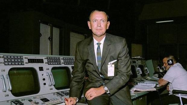 El estadounidense Chris Kraft en el Centro de Control de las Misiones (CCM) de la NASA en 1965