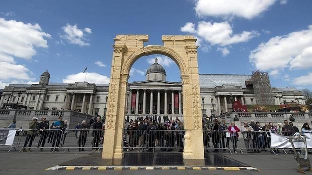Réplica del Arco de Triunfo de la localidad siria de Palmira colocada en la plaza londinense de Trafalgar,