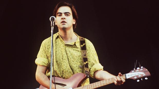 Enrique Urquijo, durante un concierto de Los Secretos en el Parque de Atracciones de Madrid en agosto del 89