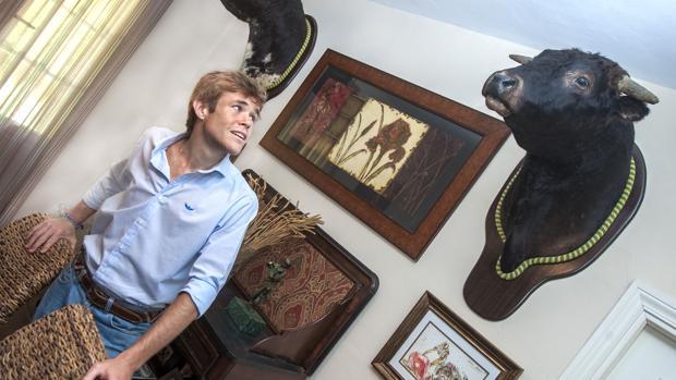 El torero Javier Jimenez en su domicilio de Espartinas