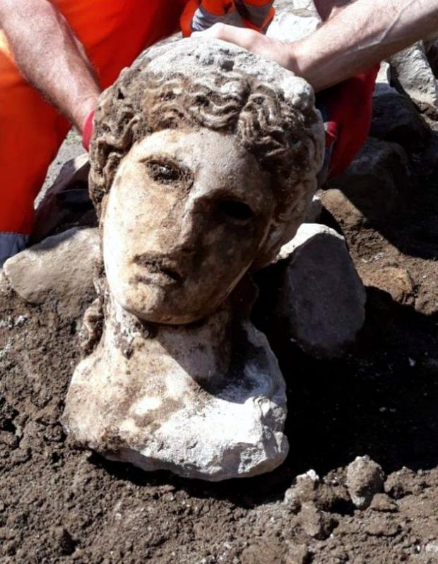 Cabeza de la estatua encontrada en Roma
