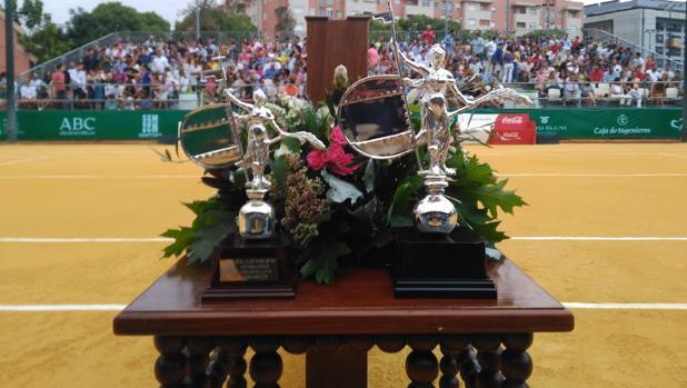 Trofeos para campeón y subcampeón de la Copa Sevilla 2018