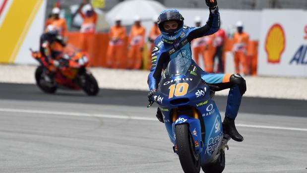 Luca Marini celebra su victoria en Malasia