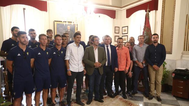 El alcalde, con el filial, en el despacho de Alcaldía.