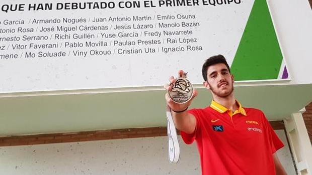 Ignacio Rosa en Málaga con la medalla de plata