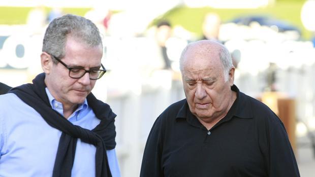 Amancio Ortega, fundador de Inditex, junto al presidente de la empresa, Pablo Isla