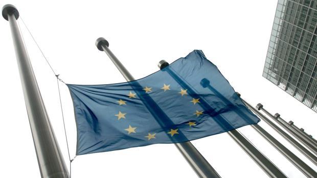 La bandera de la Unión Europea en un edificio comunitario en Bruselas