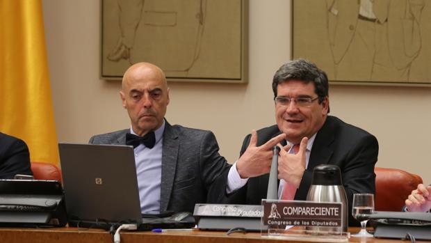 Jose Luis Escriba presidente de AIREF (derecha de la imagen)