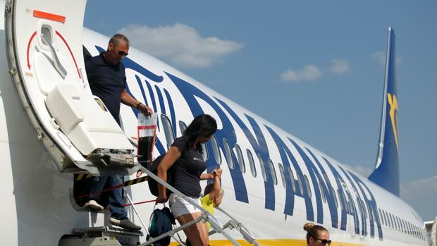 La compañía culpa de las cancelaciones «a la constate falta de personal ATC» y «a la huelga inncesaria» de sus pilotos