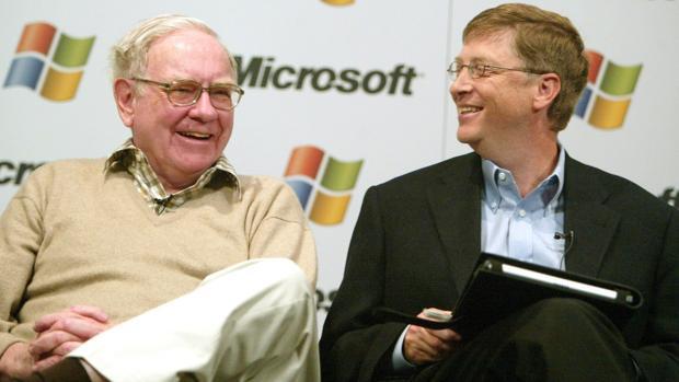 El inversor Warren Buffet (izda) junto al cofundador y expresidente de Microsoft Bill Gates (dcha)