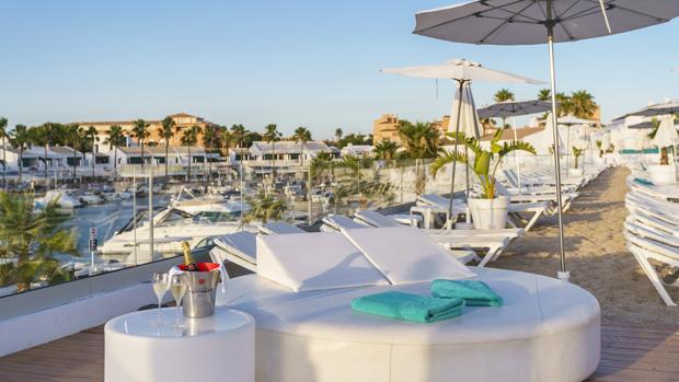 Piscina del hotel Lago Resort Menorca