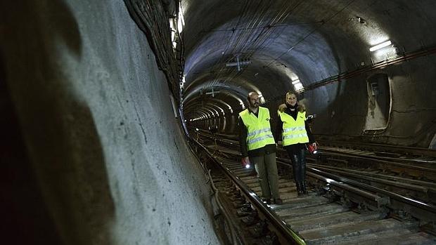 Cristina Cifuentes, presidenta de la Comunidad de Madrid, visita los túneles de la L1 de Metro