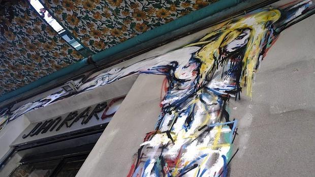 Obra del artista «Ze Carrión» en la taberna Juan Raro, en Lavapiés