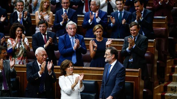 Mariano Rajoy, aplaudido por los miembros de su partido tras su discurso de investidura