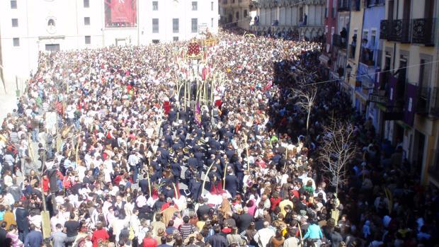 La Semana Santa conquense atrae hasta la ciudad de las Casas Colgadas a miles de personas