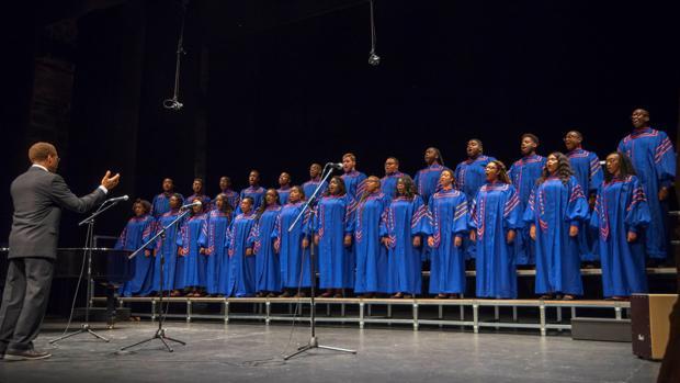 El coro, durante su actuación en el Teatro de Rojas de Toledo