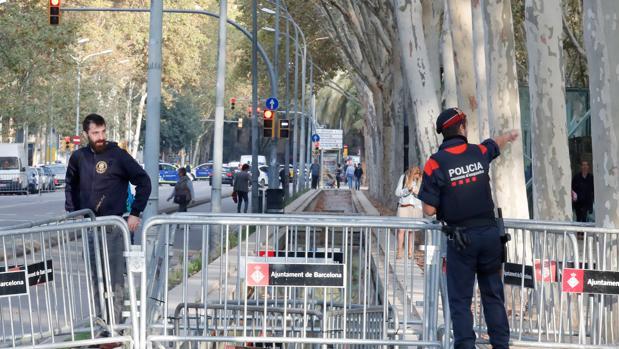Agentes de los Mossos d¡'Esquadra han cerrado el parque de la Ciutadella