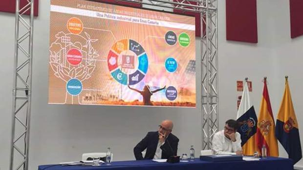 El presidente grancanario, Antonio Morales, este lunes en la presentación de la estrategia industrial de la isla