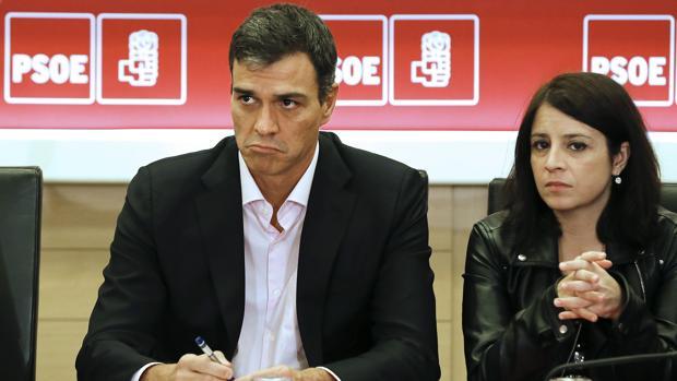Pedro Sánchez junto a Adriana Lastra