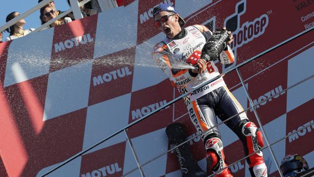 Marc Marquez, proclamado campeón del mundo de MotoGP en el circuito de Cheste este domingo
