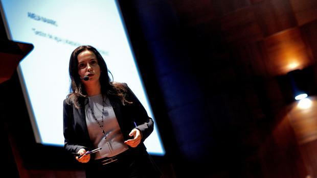 La directora de Desarrollo Sostenible de Hidraqua, Amelia Navarro, imparte en el congreso Ecofòrum una ponencia sobre las principales tecnologías para la gestión sostenible de las ciudades