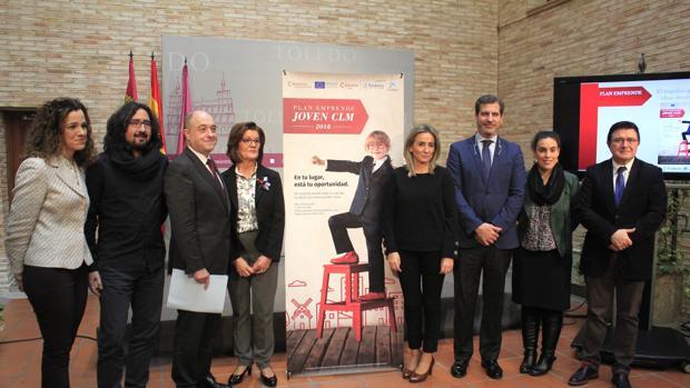 La alcaldesa de Toledo, con concejales y representantes de Fedeto, Cámara de Comercio y Caixabank