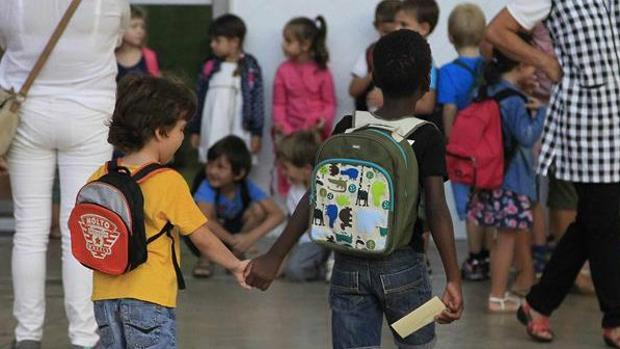 Nilños en una escuela de Cataluña