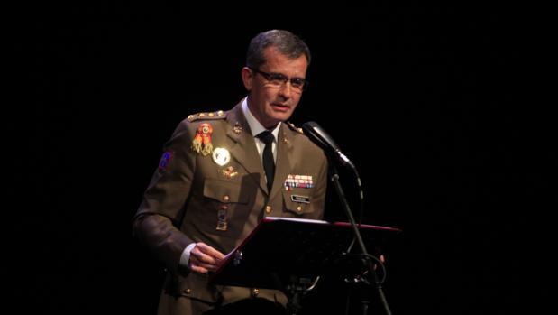 El coronel Marcos pronuncia su pregón sobre las tablas del Teatro de Rojas