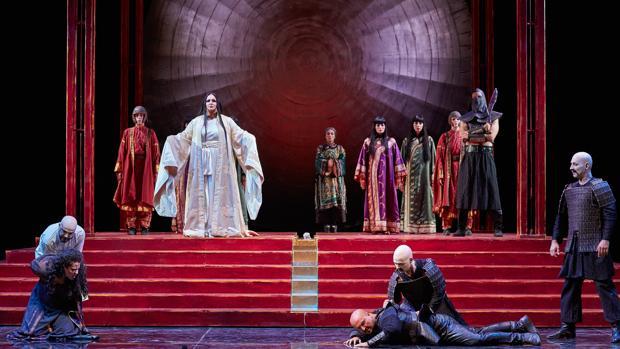 Una escena de «Turandot» en Peralada