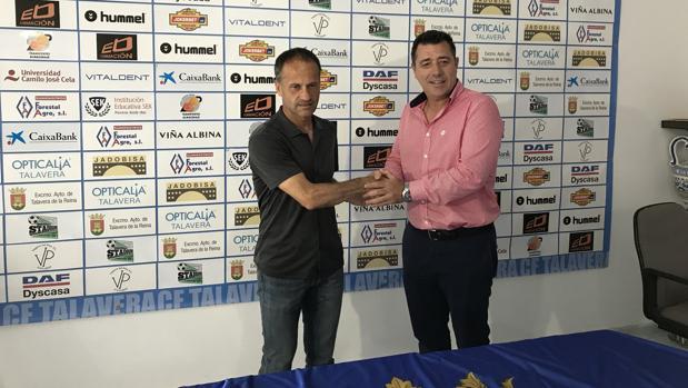Fran Alcoy con el presidente, José Antonio Dorado, este viernes