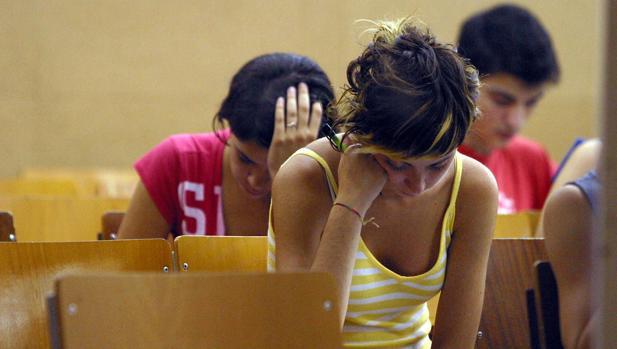 Alumnos realizan las pruebas de selectividad en la Universidad de Barcelona