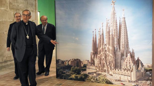 El cardenal arzobispo de Barcelona, Juan José Omella, presenta a la prensa la muestra «Gaudí y la Sagrada Familia».